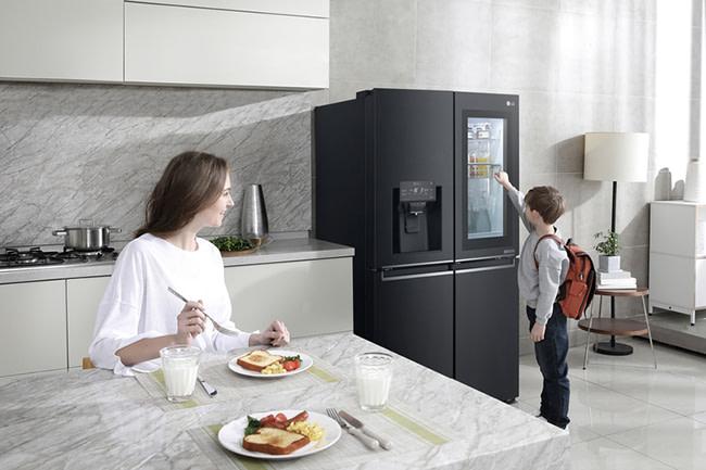 LG InstaView American style fridge freezer