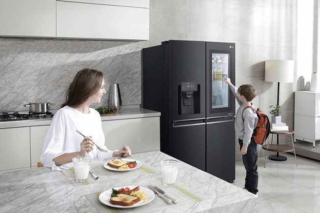 LG InstaView American style fridge freezer
