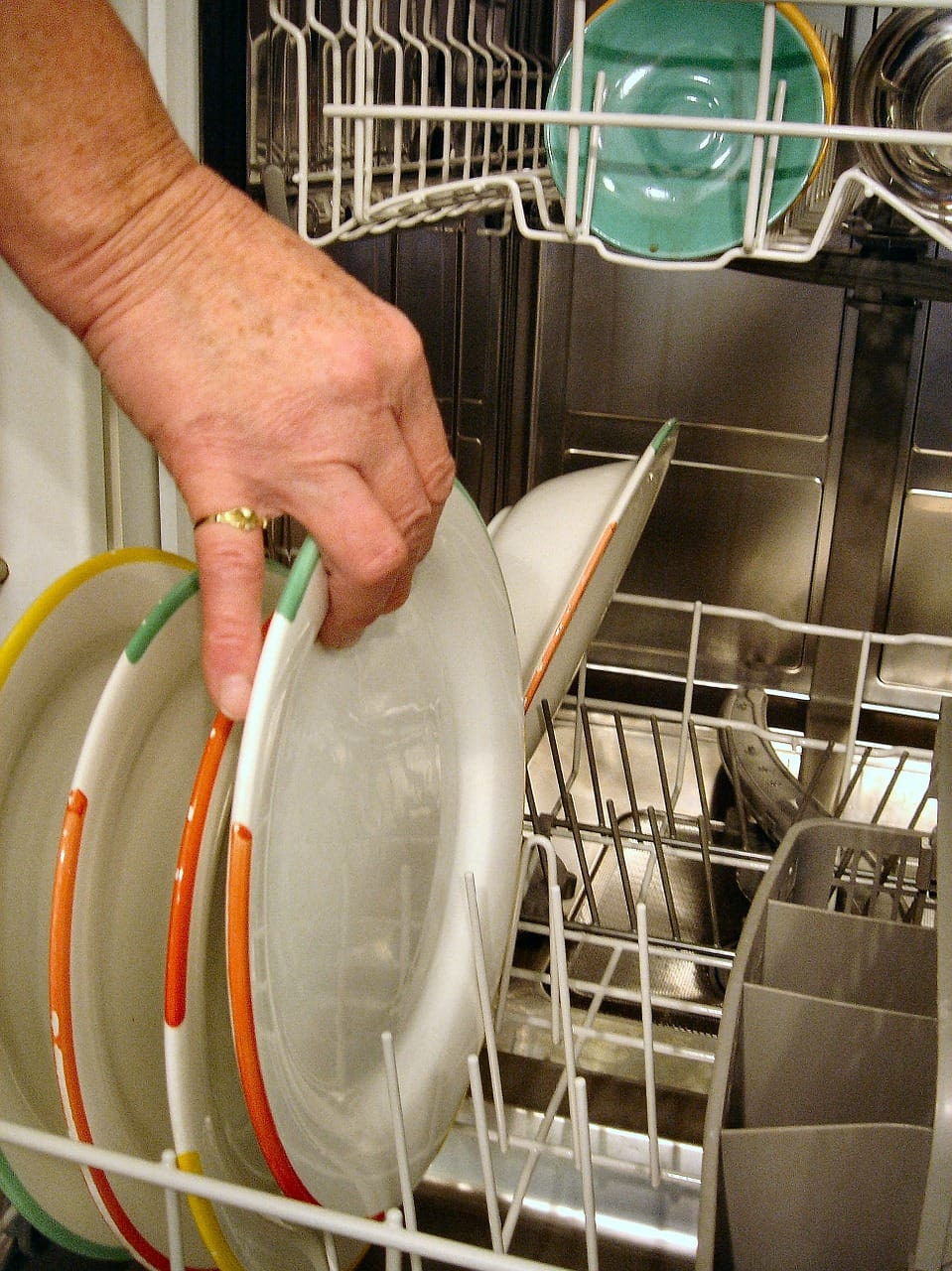 Appliance City - Hints and Tips - How to clean your dishwasher