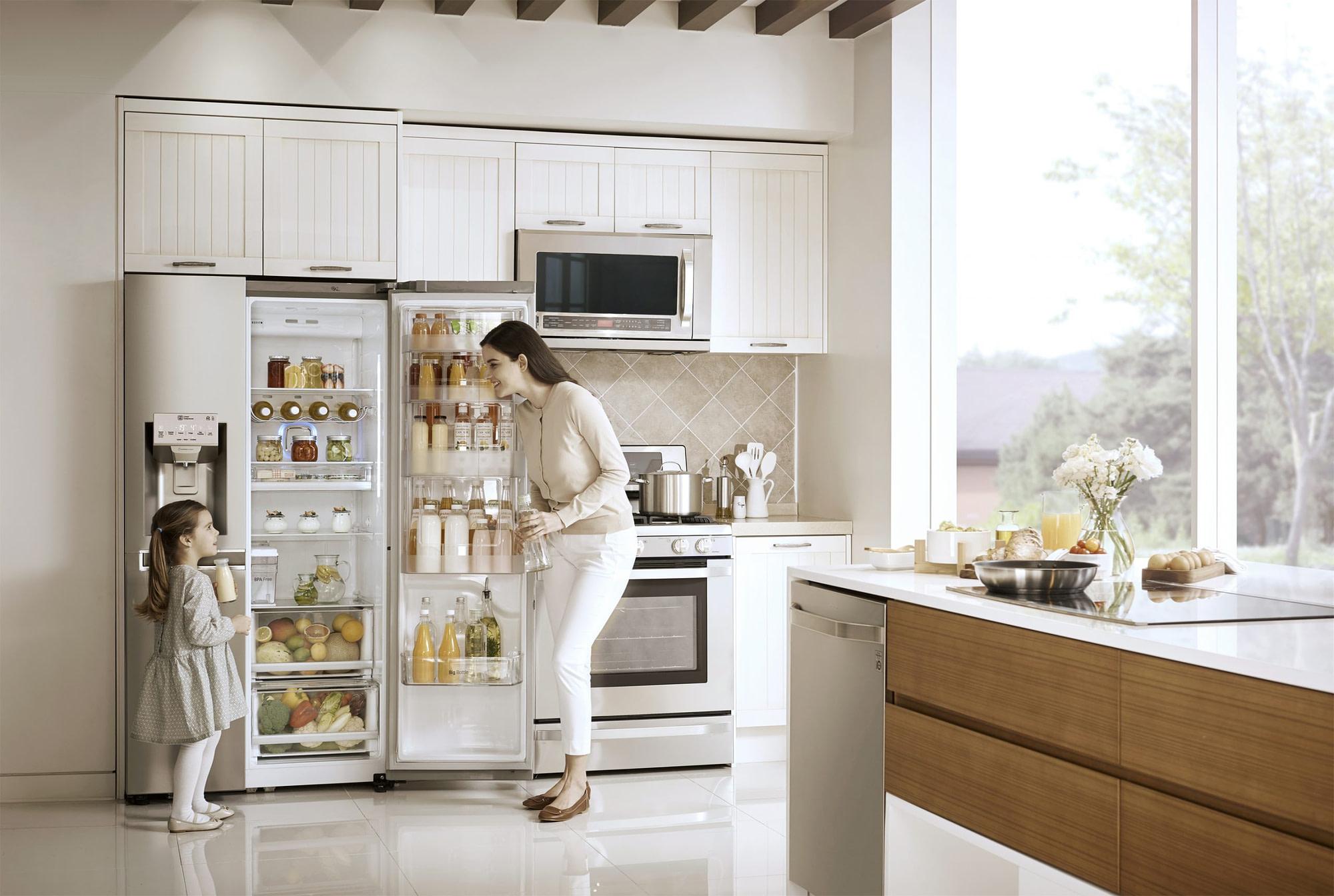 How to Design Your Kitchen Around an American Style Fridge Freezer ...
