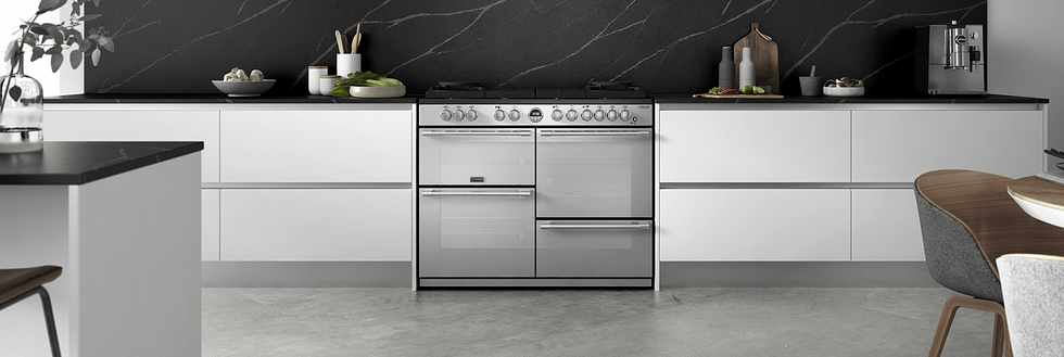 Marble statement splash-back with Stoves range cooker