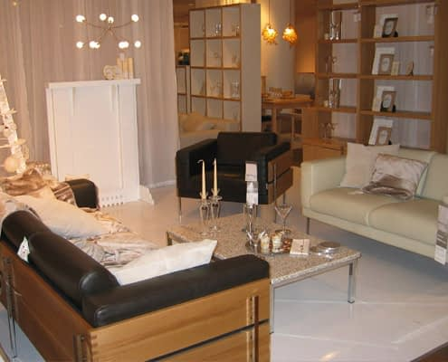 StudioTak Gloss White Shop Window Display Floor